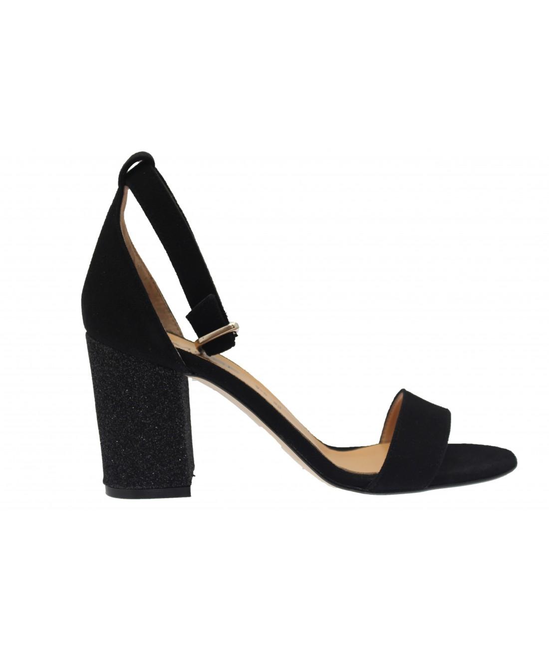 Nouvelle ligne de sandale tendance à talon carré signée