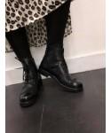 Jiji Bottine: Cuir Noir à Lacet & clou ton sur ton