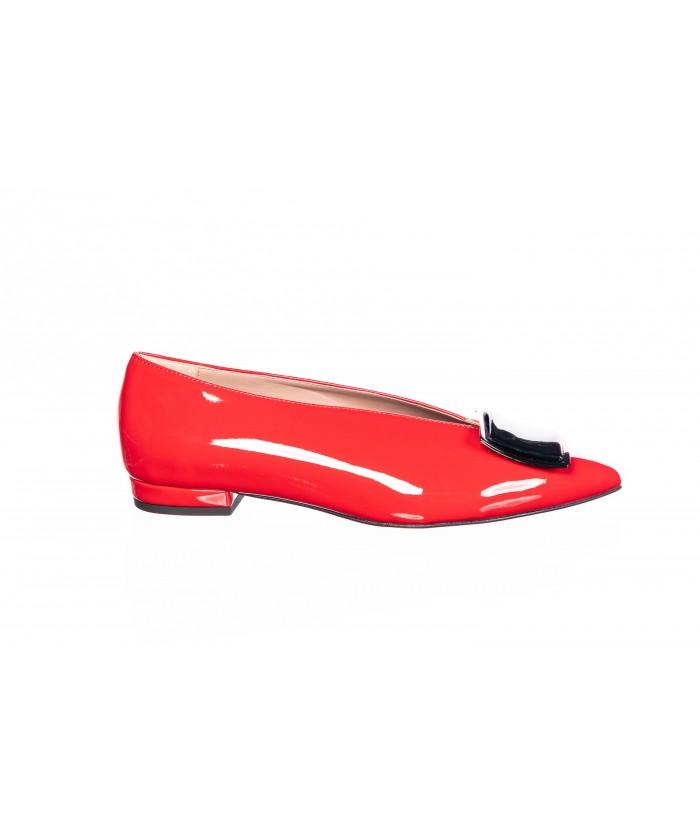 Chaussure Capucine : Vernis Rouge avec Plaque à l'avant & à Bout Pointu