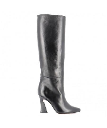OSMOSE une collection tendance 2016 de botte dédiée à vous séduire sur des lignes classe chic et glamour.